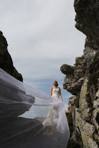 long, veil, wedding dress, landscape, rock, cliff, mountain, canyon, stone, tourist