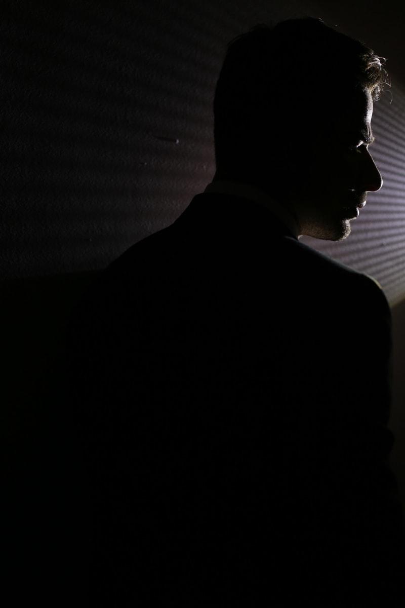 Frisur, gut aussehend, Mann, Bart, Fotostudio, Dunkelheit, Fackel, Licht, Beleuchtung, Profil