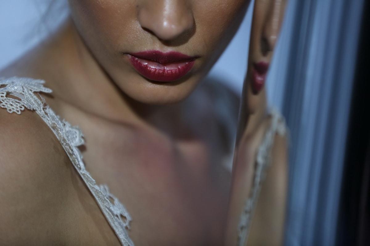 嘴唇, 口红, 化妆, 皮肤, 化妆品, 护肤, 化妆品, 脖子, 鼻子, 肩膀