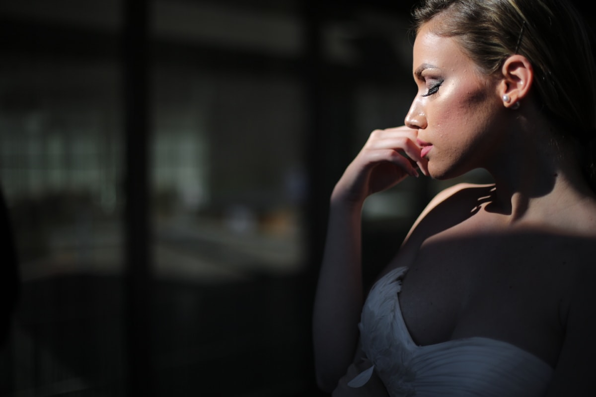 in posa, donna d'affari, eleganza, fiducia, vista laterale, rossetto, bellissima, trucco, cosmetici, corpo