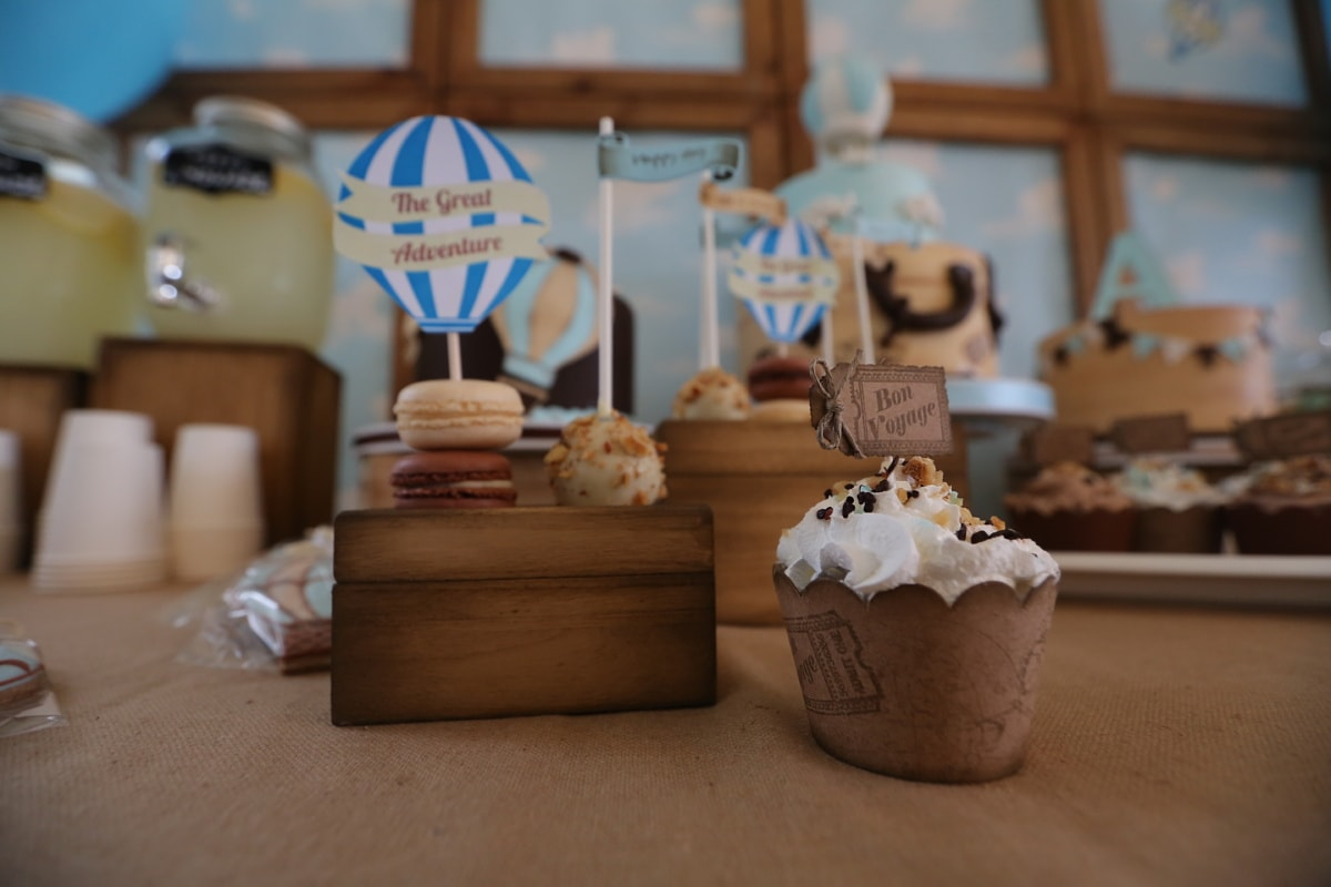 petit gateau, anniversaire, gâteau d'anniversaire, parti, chocolat, à l'intérieur, bois, sucre, alimentaire, nature morte