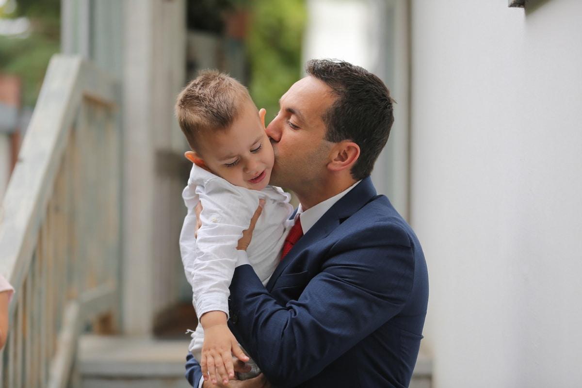 Geschäftsmann, Anzug, Krawatte, Kuss, Sohn, Vater, Liebe, Geschäft, Mann, Zuneigung