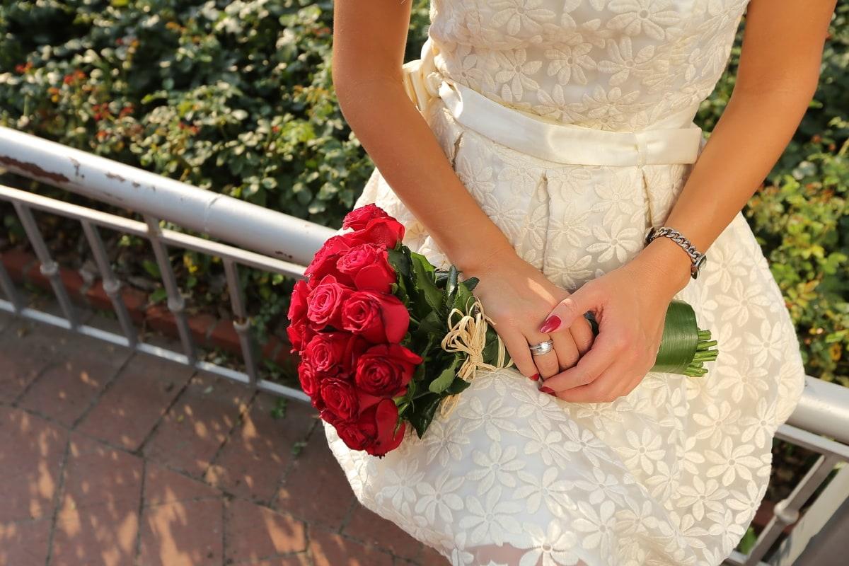День Святого Валентина, букет, червоний, Троянди, руки, спорядження, плаття, Троянда, весілля, квітка