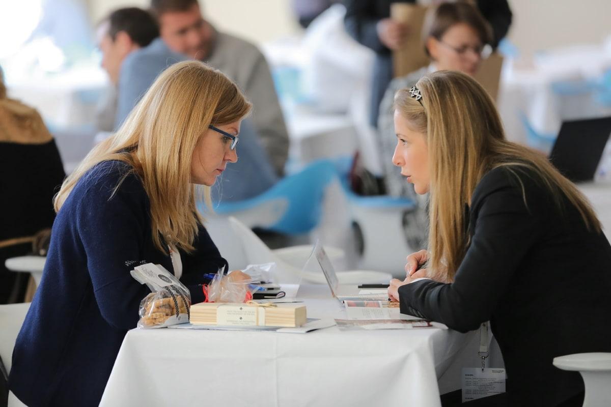 forretningskvinne, kontor, arbeideren, arbeidsplassen, Sysselsetting, smiler, kvinne, innendørs, samarbeid, ansatte