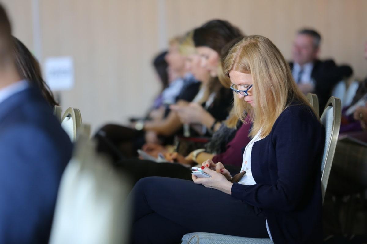 Conférence, réunion, homme d'affaires, téléphone portable, femme d'affaires, télécommunication, femme, chambre, homme, à l'intérieur