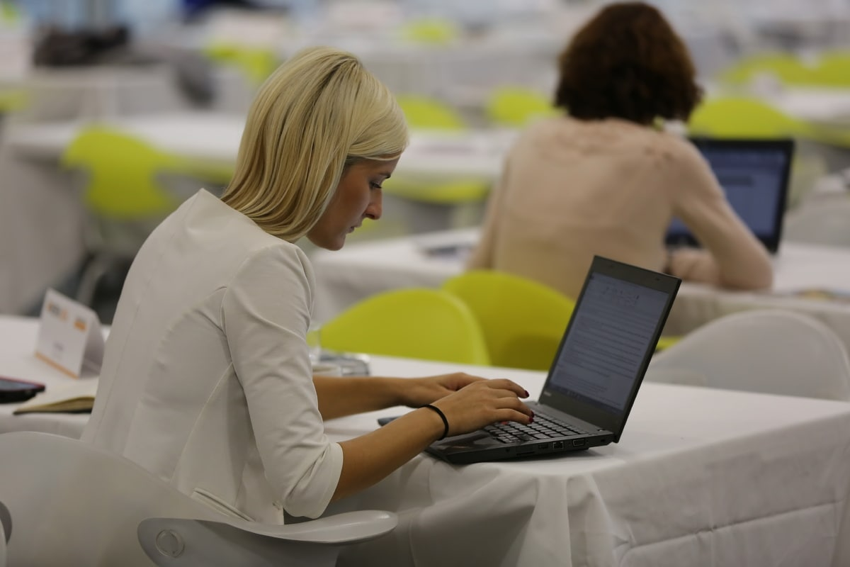 businesswoman, laptop computer, employee, programmer, notebook, laptop, personal computer, woman, indoors, portable computer