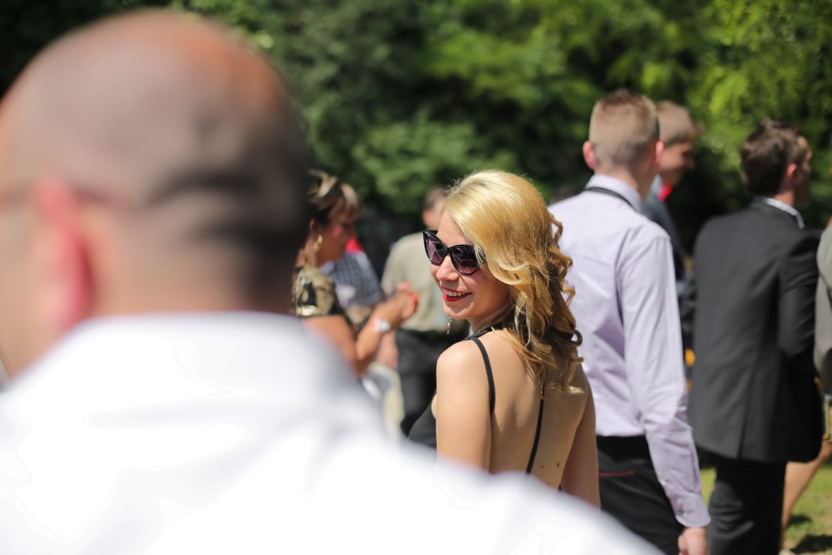 pretty girl, blonde hair, walking, smiling, sunglasses, gorgeous, happy, woman, people, street