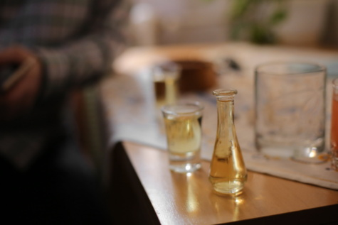 restaurant, drinking, drink, white wine, alcohol, glass, jar, bottle, indoors, blur