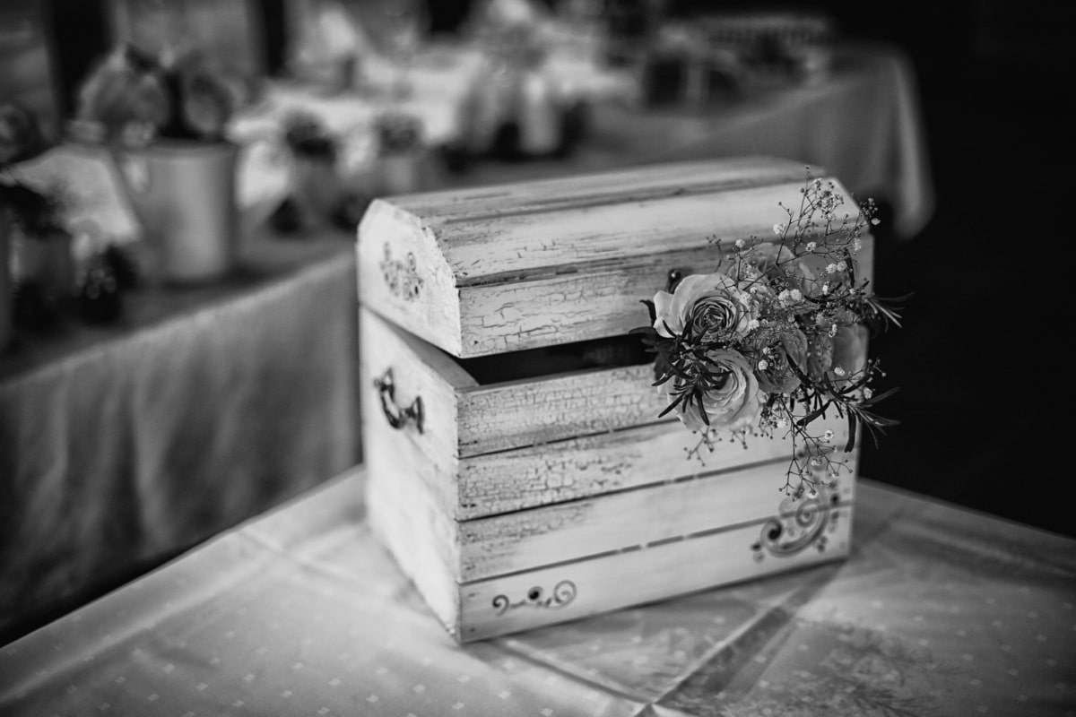 box, wooden, chest, romance, roses, vintage, black and white, monochrome, retro, people