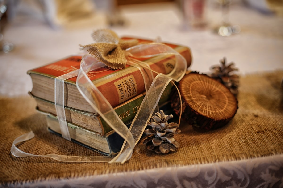 Bücher, Geschenke, romantische, Still-Leben, Holz, traditionelle, Retro, drinnen, handgefertigte, Jahrgang