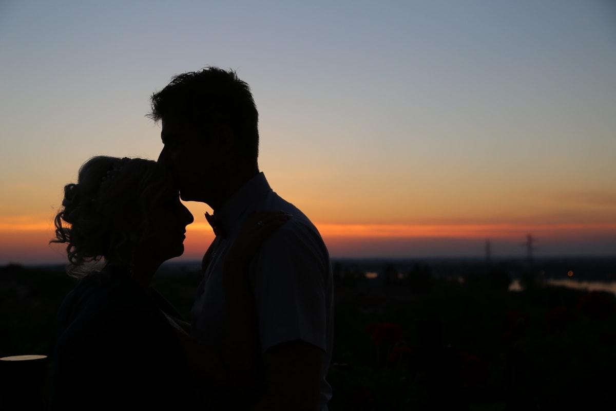 rétro-éclairé, femme, baiser, amant, homme, amour, jeune marié, romance, silhouette, costume