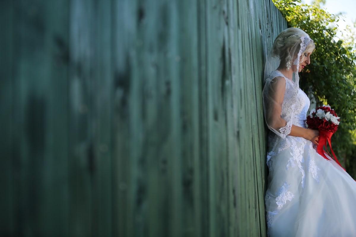 认为, 新娘, 婚礼花束, 独自, 婚纱, 婚礼, 木材, 时尚, 女人, 女孩