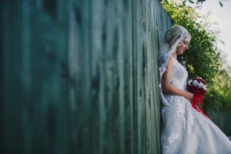 noiva, Senhora, sozinho, mulher, em pé, vestido de casamento, buquê de casamento, casamento, moda, amor