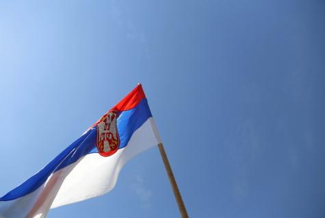 Serbien, Flagge, Emblem, Heraldik, Symbol, blauer Himmel, Erbe, Tricolor, Stock, Wind