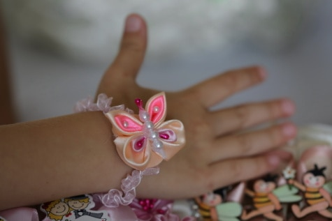 acessório, feito à mão, pulseira, seda, colorido, borboleta, mão, pele, mulher, menina