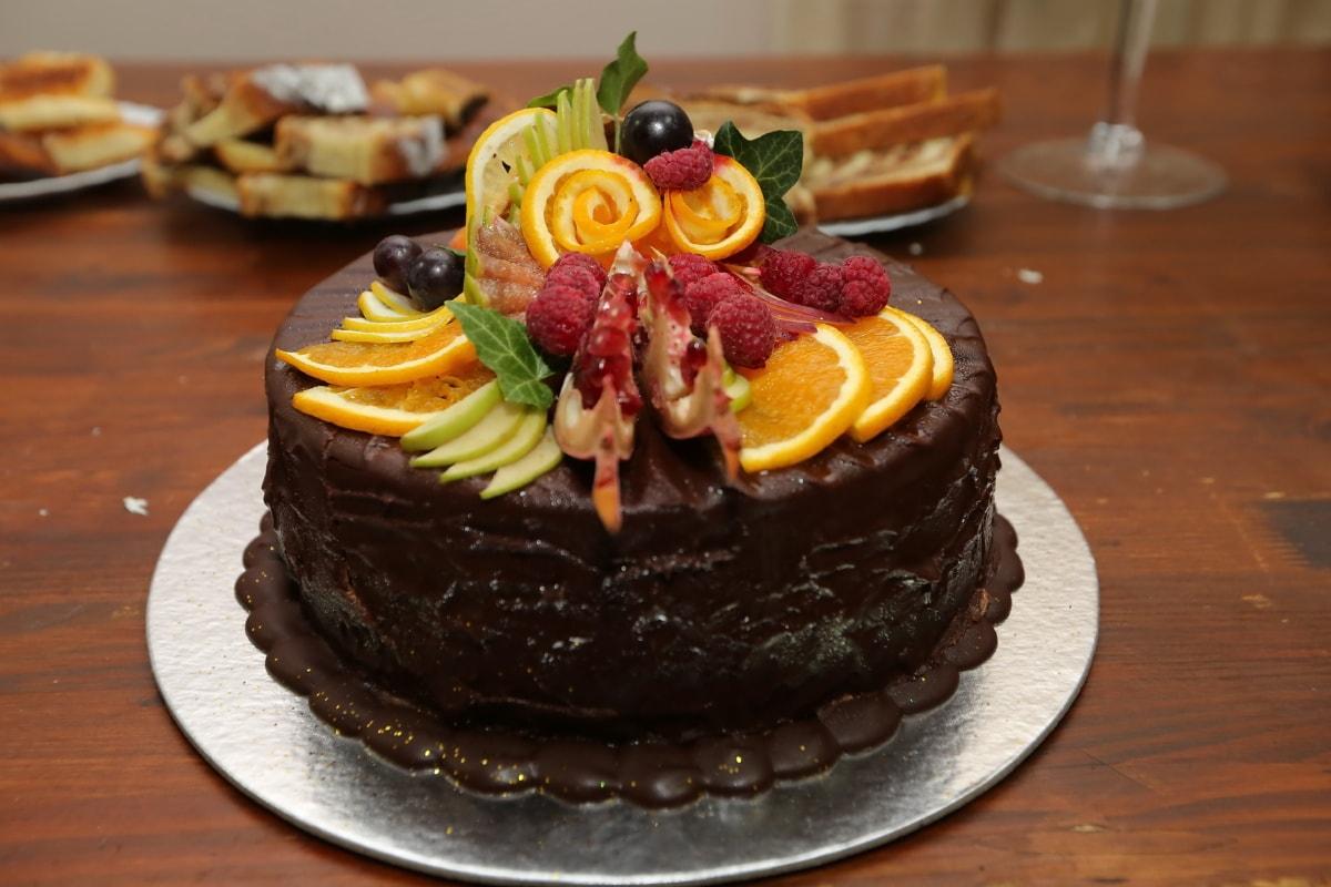 Schokoladen-Kuchen, Kuchen, Beeren, Orangen, Zitrus, Trauben, Schokolade, Dessert, sehr lecker, Platte