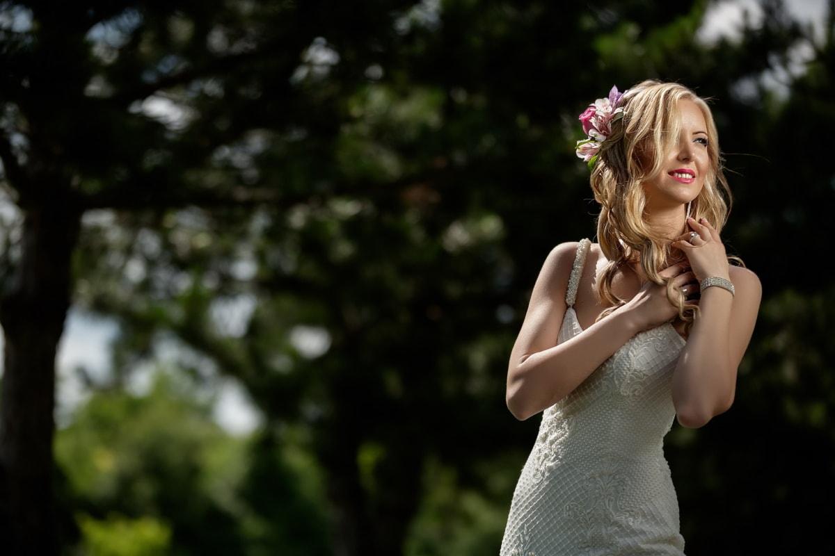 hübsches mädchen, Freude, heiter, herrlich, Lächeln auf den Lippen, Park, Genuss, Dame, Kleid, sonnig