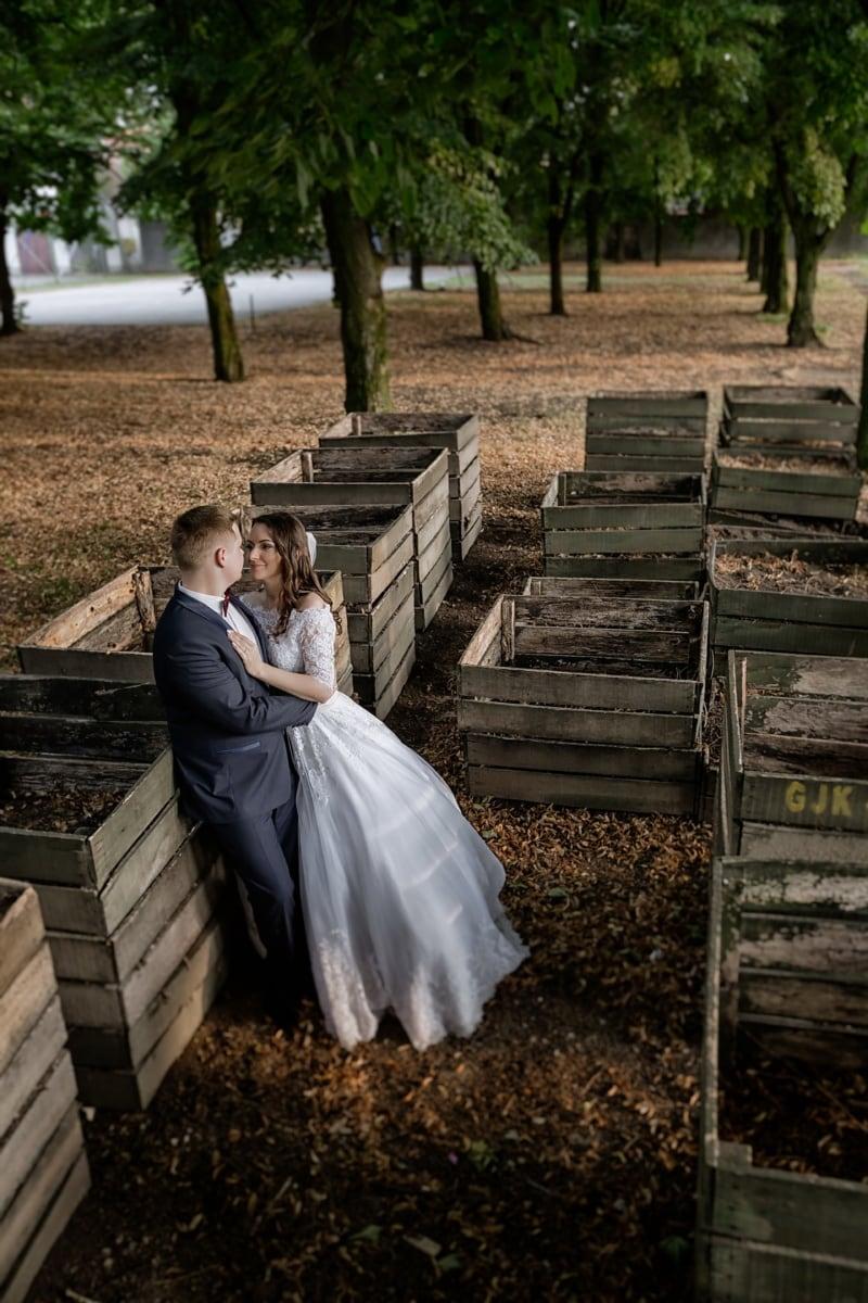 bride, village, groom, park, countryside, wedding, people, girl, woman, portrait