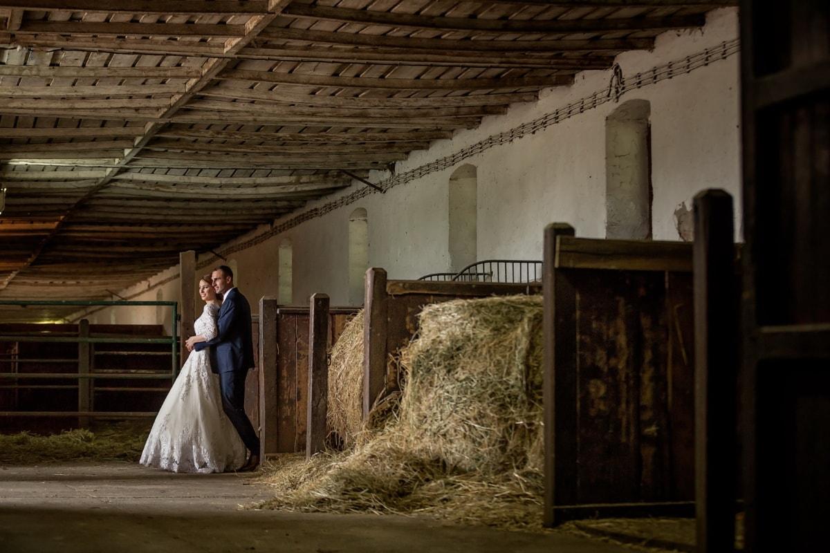 mąż, żona, wewnątrz, Stodoła, ranczo, Farmhouse, ślub, ludzie, Panna Młoda, pomieszczeniu