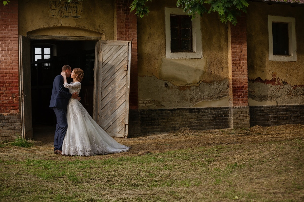 farmland, bride, groom, farmhouse, farm, barn, wedding, dress, girl, love