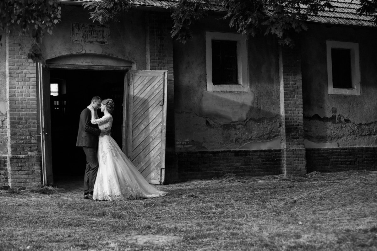 husband, countryside, marriage, barn, wife, people, groom, bride, wedding, monochrome