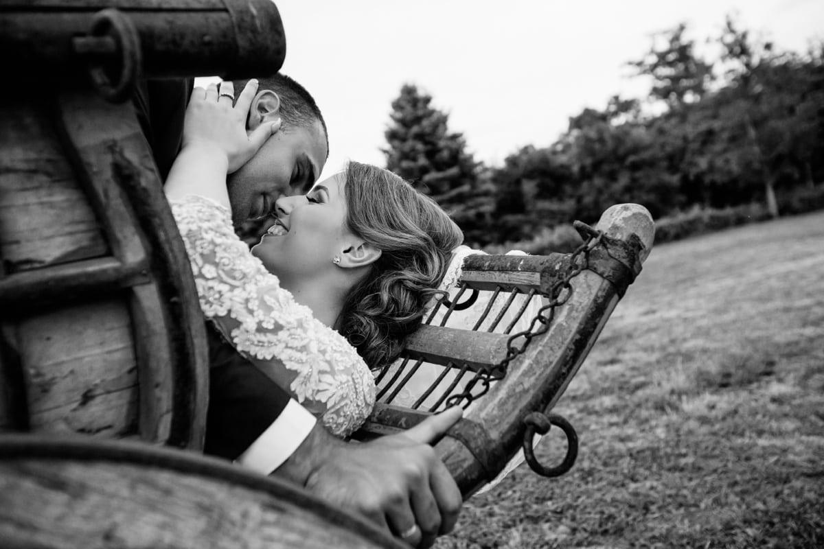 leende, bybo, Kyss, kvinna, byn, man, personer, bröllop, Kärlek, Monokrom