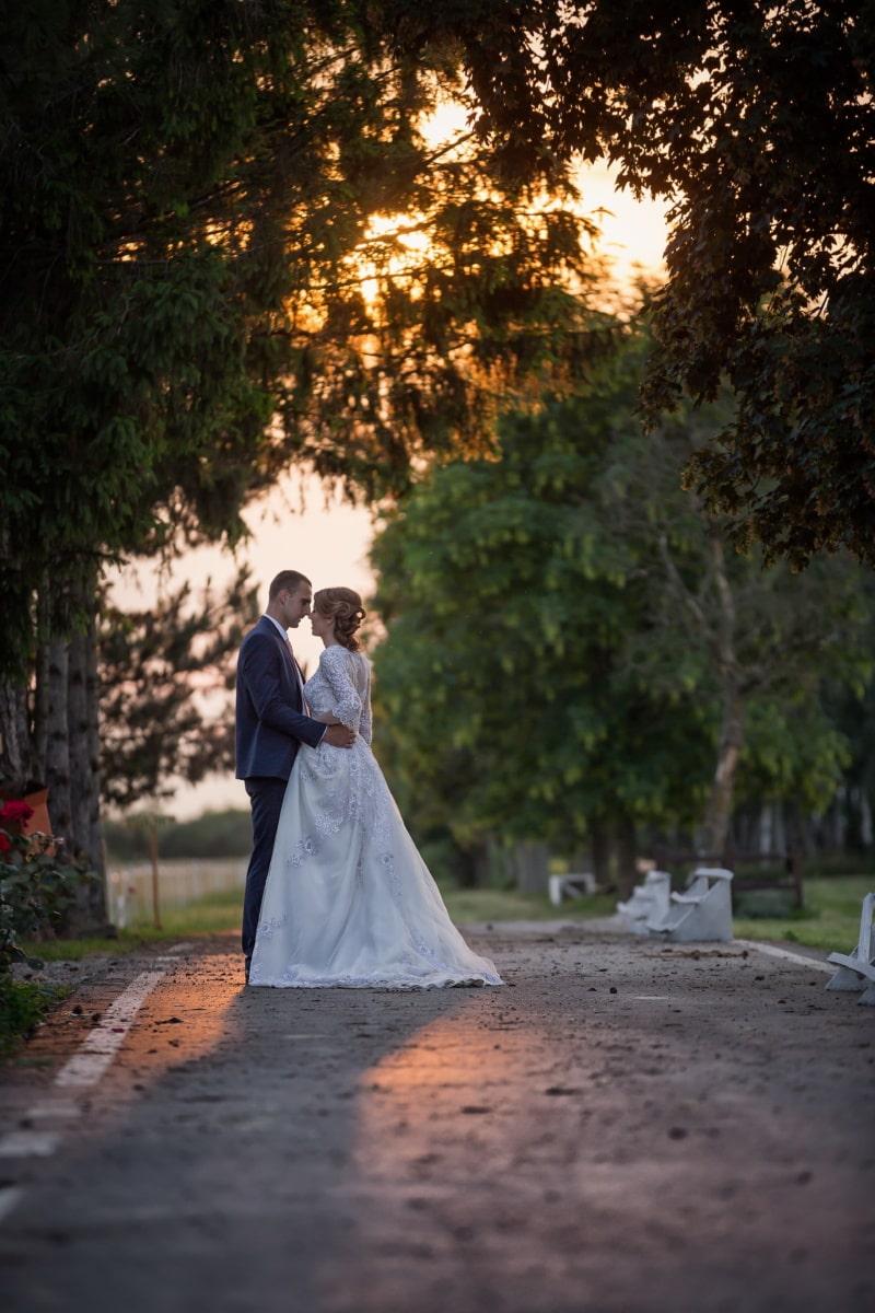 tout juste marié, la mariée, jeune marié, coucher de soleil, parc, mariage, mariage, jeune fille, gens, robe