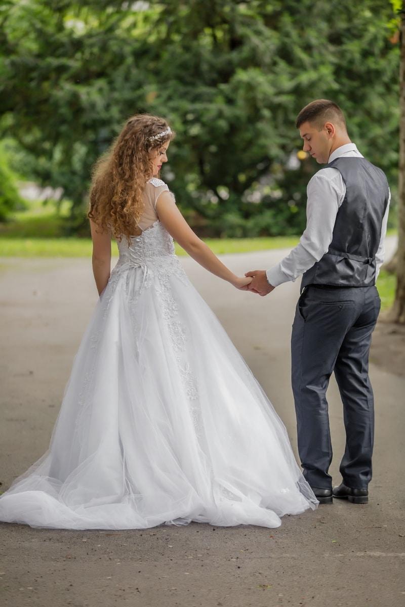 mladenka, mladoženja, foto model, vjenčanica, odijelo, hodanje, ljubav, vjenčanje, brak, haljina
