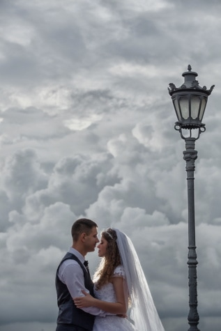 bruden, brudgommen, nygifte, bryllup, kjærlighet, romantikk, utendørs, kvinne, engasjement, folk
