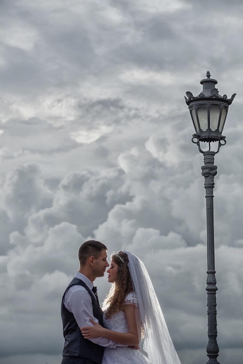 la mariée, jeune marié, jeunes mariés, mariage, amour, romance, à l'extérieur, femme, engagement, gens