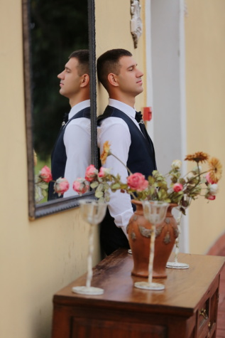 standing, man, confidence, mirror, side view, businessman, handsome, bouquet, woman, portrait