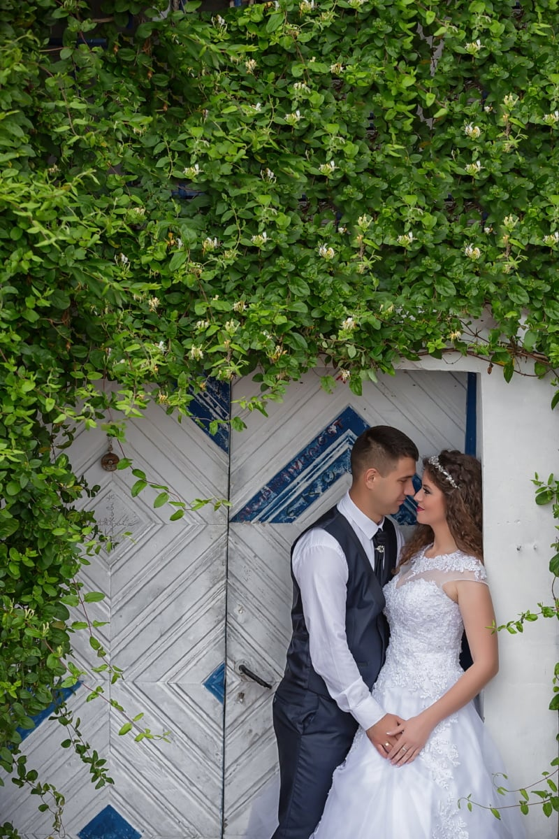 husband, couple, just married, wife, branches, leaves, green leaves, front door, engagement, bride