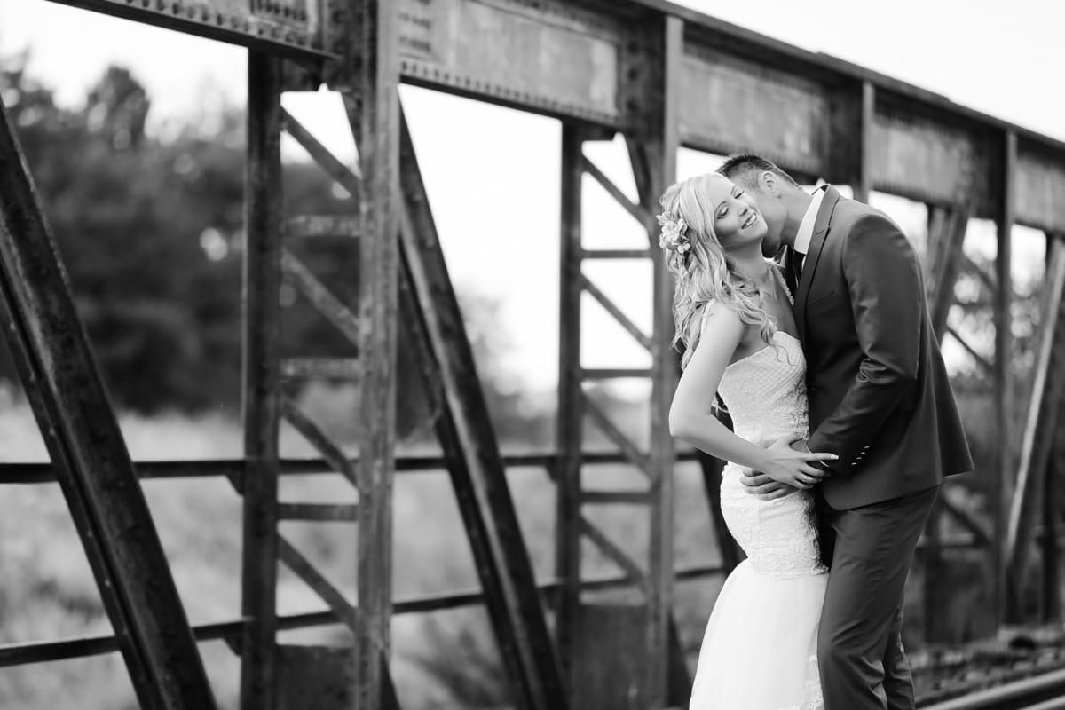 bacio, amore, che abbraccia il, bello, bionda, uomo, romantica, Ponte, bianco e nero, bianco e nero