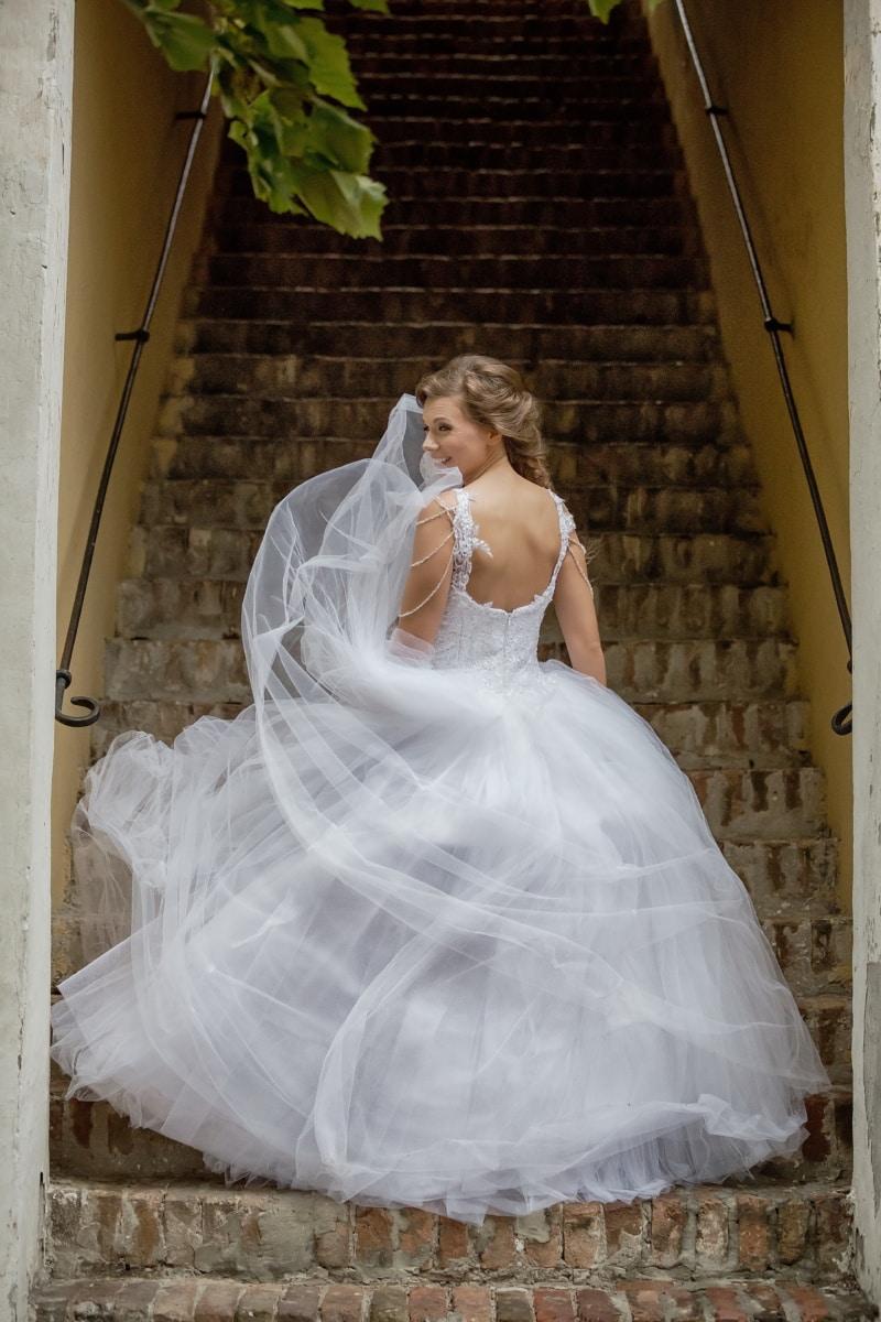 la mariée, magnifique, Jolie fille, escaliers, robe, vent, marié, jupe, mariage, mariage