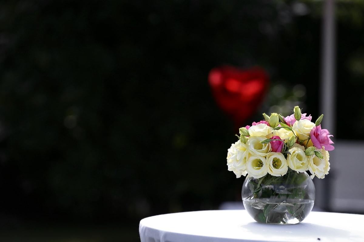 ruusut, maljakko, makean veden, pöytä, pöytäliina, tyylikäs, kimppu, nousi, kukat, kukka