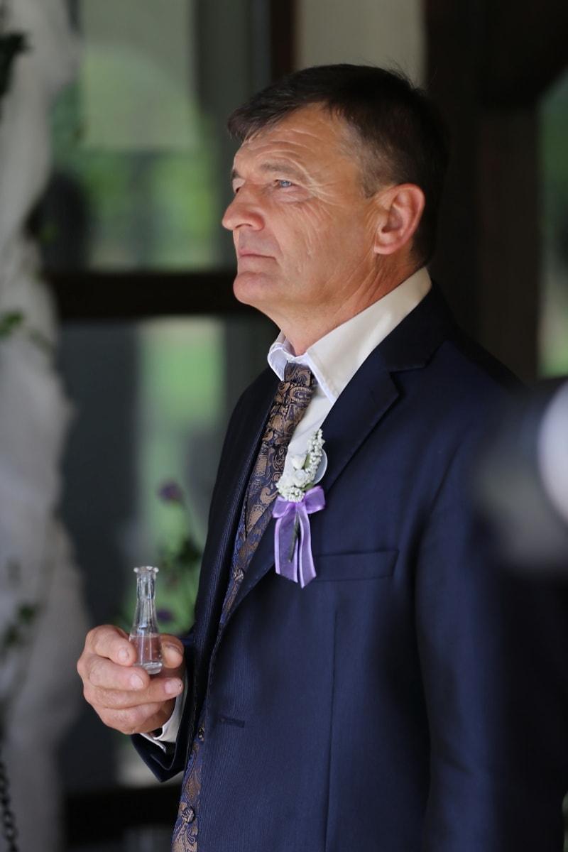 Outfit, Senior, Geschäftsmann, Vertrauen, Trinken, Anzug, führender Anbieter, Geschäft, Exekutive, gut aussehend