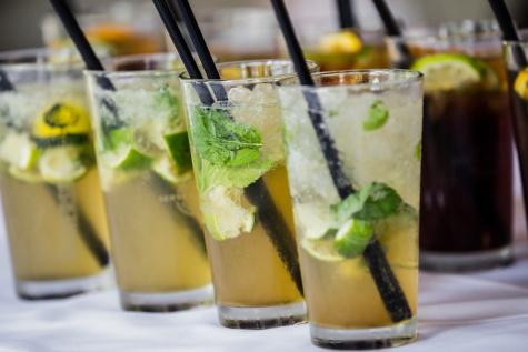 Minze, Frucht-cocktail, Limonade, kaltes Wasser, Eiskristall, Eiswasser, Strohhalm trinken, frisches Wasser, Getränke, frisch