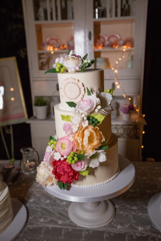 wedding cake, kitchen table, kitchen, vintage, table, wedding, interior design, love, flower, elegant