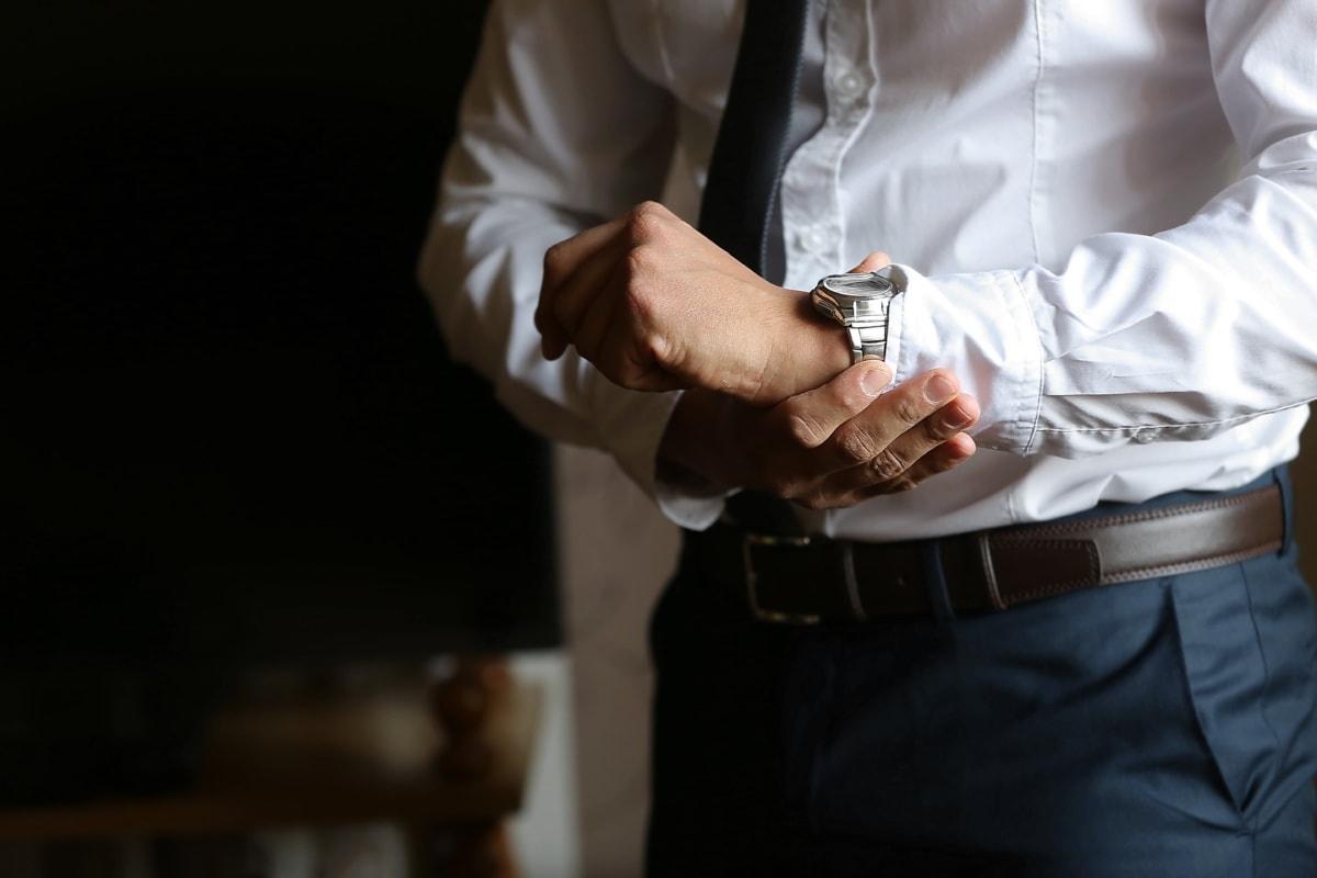 affärsman, armbandsur, kostym, skjorta, byxor, kontor, stilig, händerna, man, företag