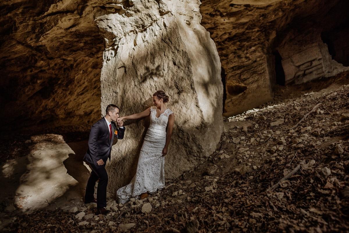 булката, джентълмен, младоженец, пустинята, току-що женени, ръка, Целувка, Пещерата, Момиче, рок
