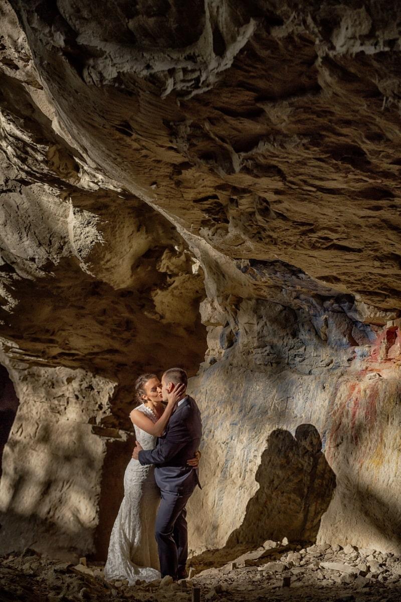 Jolie fille, Beau, homme, ombre, baiser, étreindre, Canyon, Roche, Cave, falaise