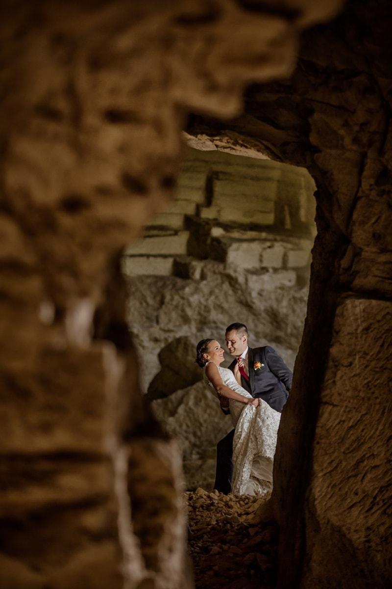 exploration, Cave, couple, homme d'affaire, magnifique, câlin, gens, sombre, homme, femme