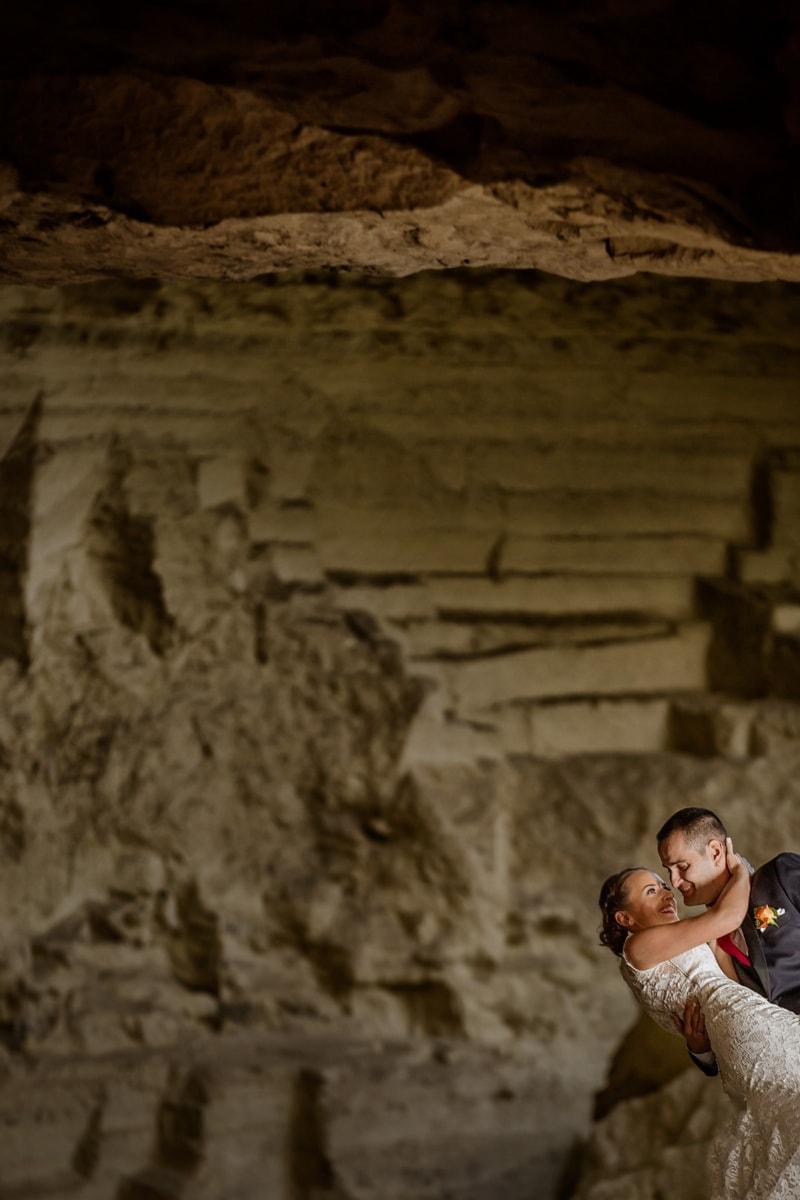 νιόπαντροι, υπόγειος, Γεωλογία, Σπήλαιο, νύφη, γαμπρός, πέτρα, άτομα, έρημο, γκρεμό