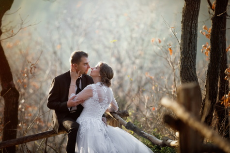 just married, forest, kiss, love, marriage, wedding dress, sunny, lifestyle, wedding, groom