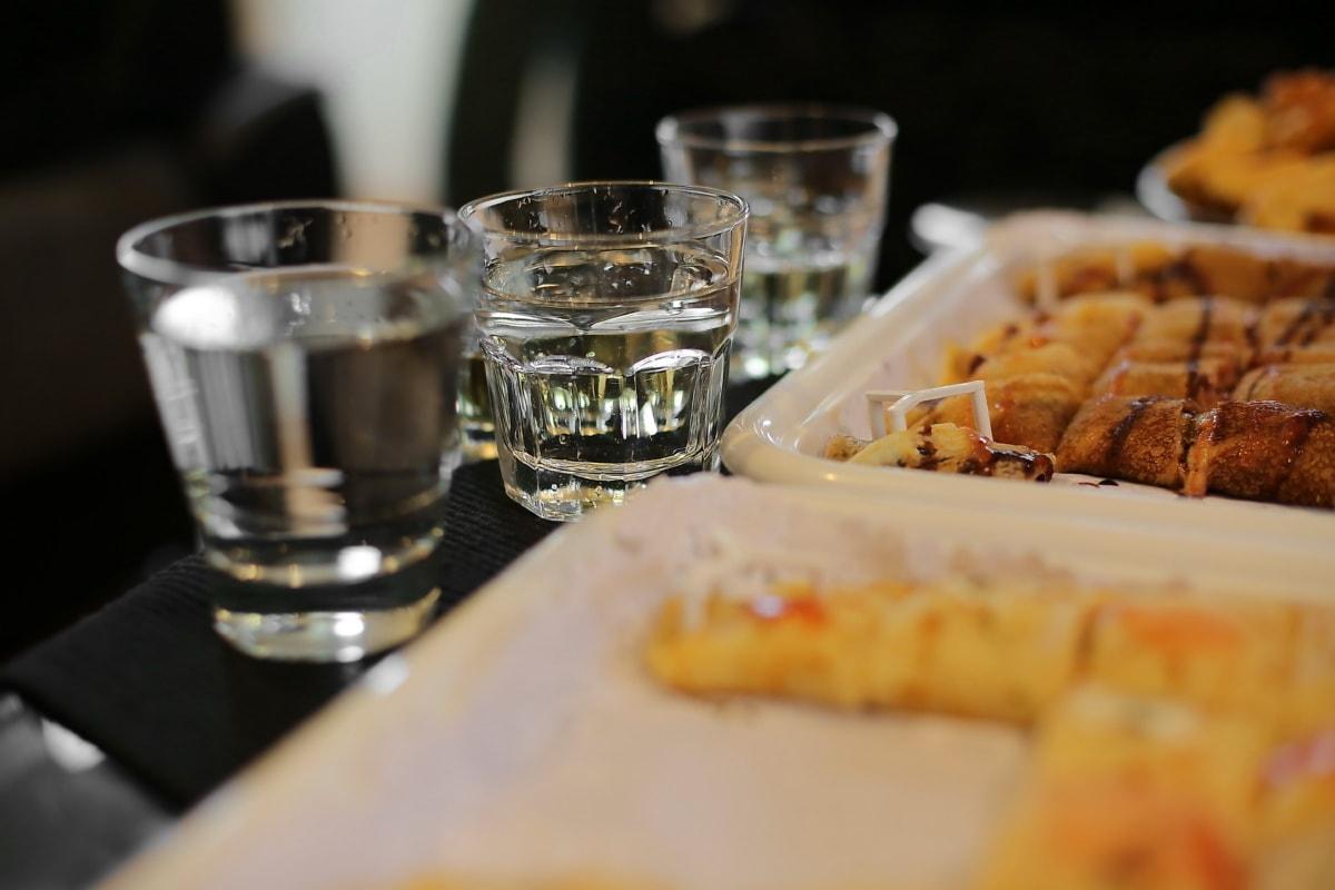 Wasser zu trinken, frisches Wasser, Backwaren, Backen, Küchentisch, Platte, Mahlzeit, Glas, Abendessen, Essen