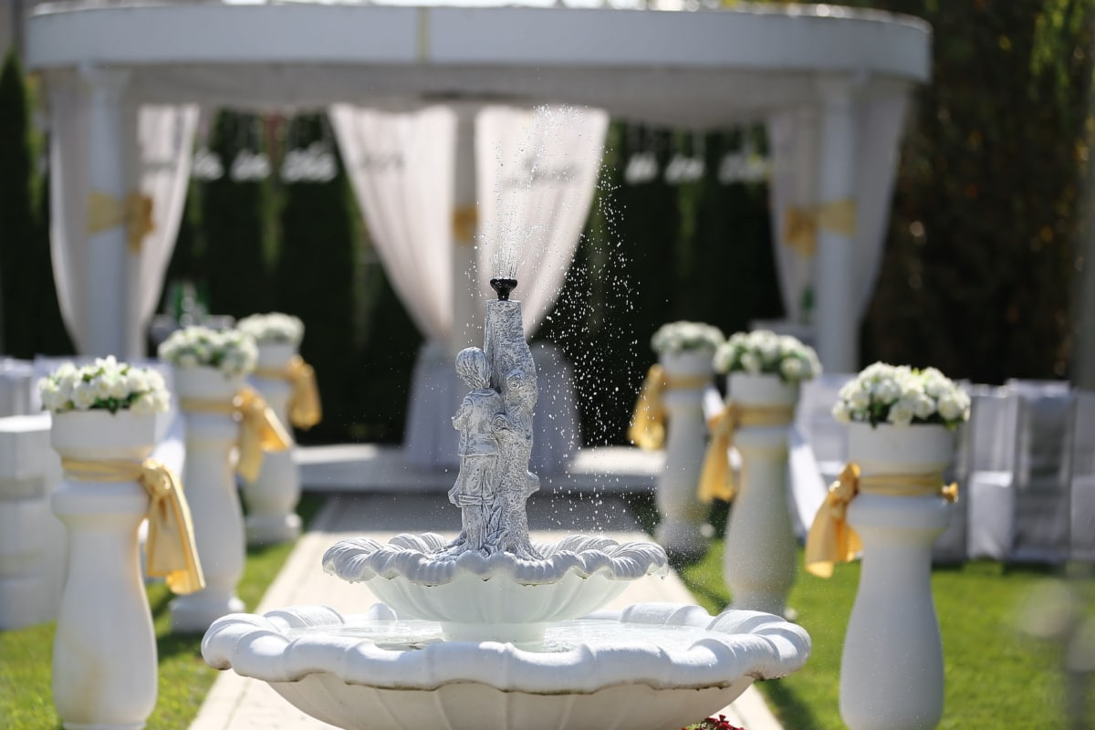 splash, fountain, outdoor, garden, wedding venue, hotel, backyard, elegance, wedding, flower