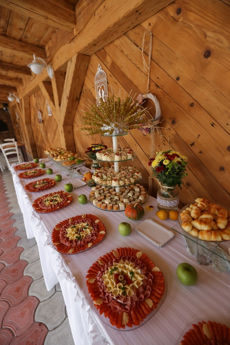 saucisse, salami, restauration rapide, produits de boulangerie, banquet, restaurant, table, alimentaire, à l'intérieur, bois