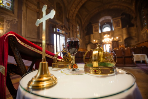 cathedral, inside, red wine, golden shine, coronation, symbol, cross, crown, table, tablecloth