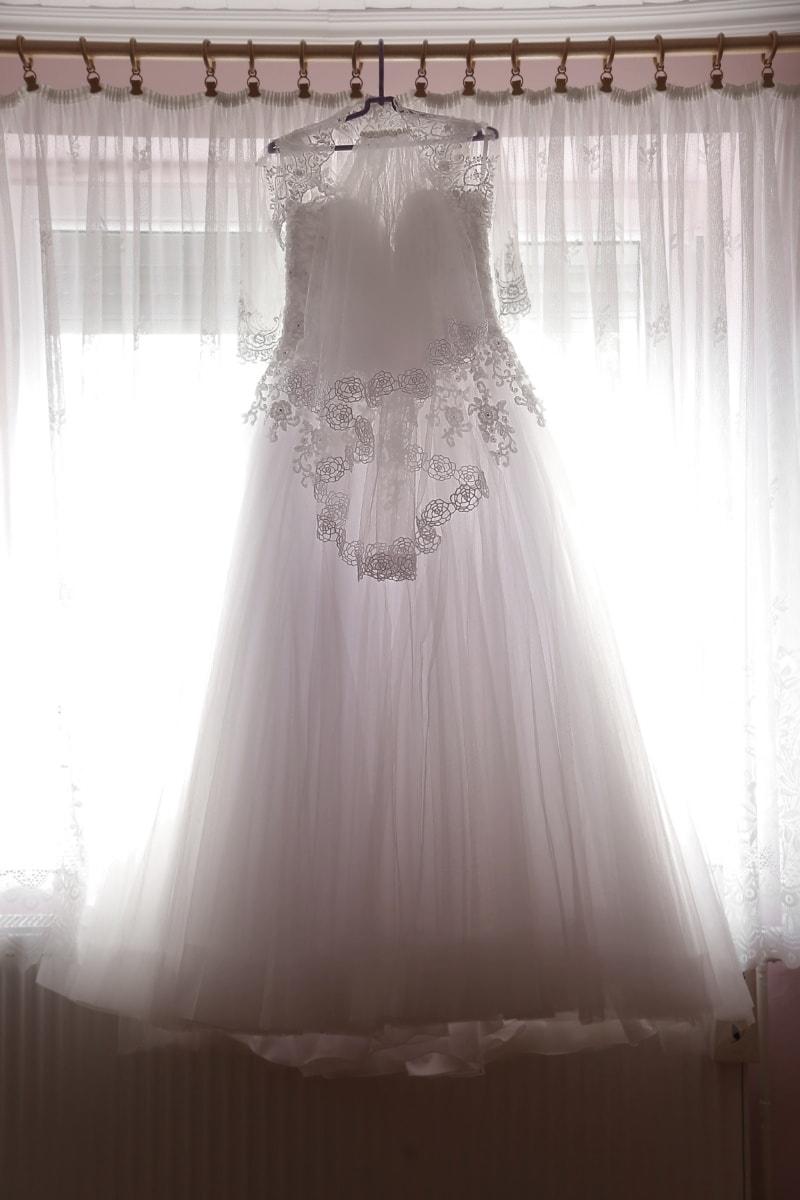 robe de mariée, robe, suspendu, fenêtre, blanc, lumière, rétro-éclairé, mode, mariage, rideau