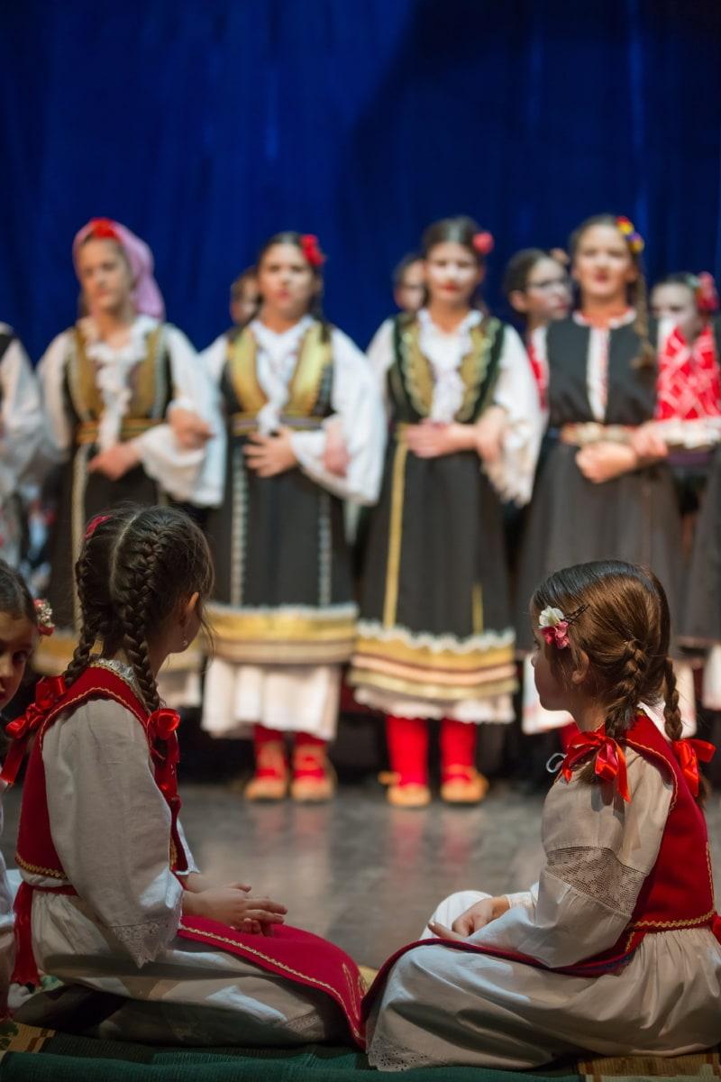 Outfit, tradition, assis, enfants, petite amie, artiste interprète ou exécutant, performances, personne, gens, danse